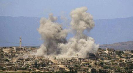 Χιλιάδες άνθρωποι τρέπονται σε φυγή για να γλιτώσουν από τους βομβαρδισμούς στη Συρία