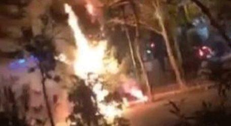 Κάηκε το δεύτερο χριστουγεννιάτικο δέντρο στα Εξάρχεια