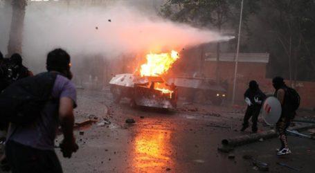 Σφοδρές συγκρούσεις διαδηλωτών και αστυνομίας στο Σαντιάγο