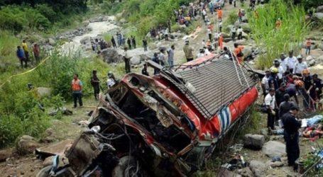 Τουλάχιστον 17 νεκροί από την σύγκρουση ενός λεωφορείου με φορτηγό