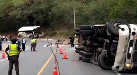 Στους 20 οι νεκροί από τη σύγκρουση λεωφορείου με φορτηγό