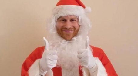 Ο πρίγκιπας Χάρι εύχεται σε ορφανά παιδιά ντυμένος Άγιος Βασίλης