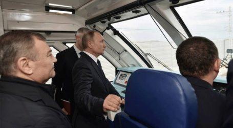 Ο Πούτιν εγκαινίασε τη σιδηροδρομική γραμμή Ρωσίας