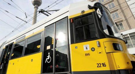 Επιβάτες σταμάτησαν τραμ που έτρεχε ανεξέλεγκτο αφού λιποθύμησε ο μηχανοδηγός του
