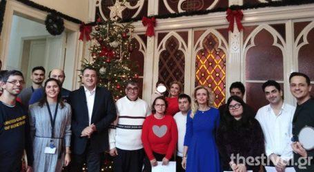 Τα χριστουγεννιάτικα κάλαντα έψαλαν στον περιφερειάρχη Κ. Μακεδονίας και στον δήμαρχο Θεσσαλονίκης