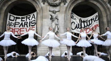 Μπαλαρίνες χόρεψαν στον δρόμο κατά του συνταξιοδοτικού του Μακρόν