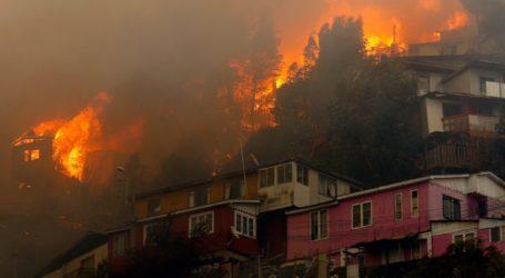 Πυρκαγιά κατέστρεψε τουλάχιστον 50 σπίτια σε συνοικία της πόλης Βαλπαραΐσο