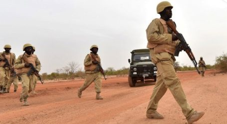 Τουλάχιστον δέκα στρατιωτικοί σκοτώθηκαν από επίθεση τζιχαντιστών