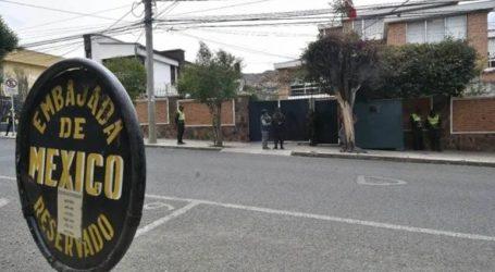 Η βολιβιανή αστυνομία παρεμπόδισε την έξοδο δύο Ισπανών διπλωματών από την πρεσβεία στη Λα Πας