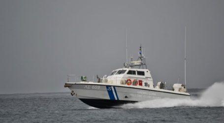 Διασώθηκαν οι επιβαίνοντες του ακυβέρνητου σκάφους στον Σαρωνικό