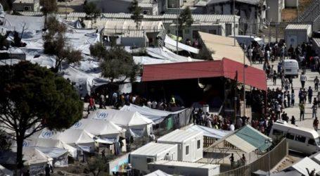 Περίπου 200 μετανάστες έκλεισαν τον δρόμο που οδηγεί στη Μόρια ζητώντας καλύτερες συνθήκες