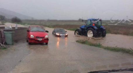 Βούλιαξαν αυτοκίνητα από την νεροποντή στην περιοχή της Αγιάς – Μια απέραντη λίμνη η περιοχή – Δείτε φωτογραφίες