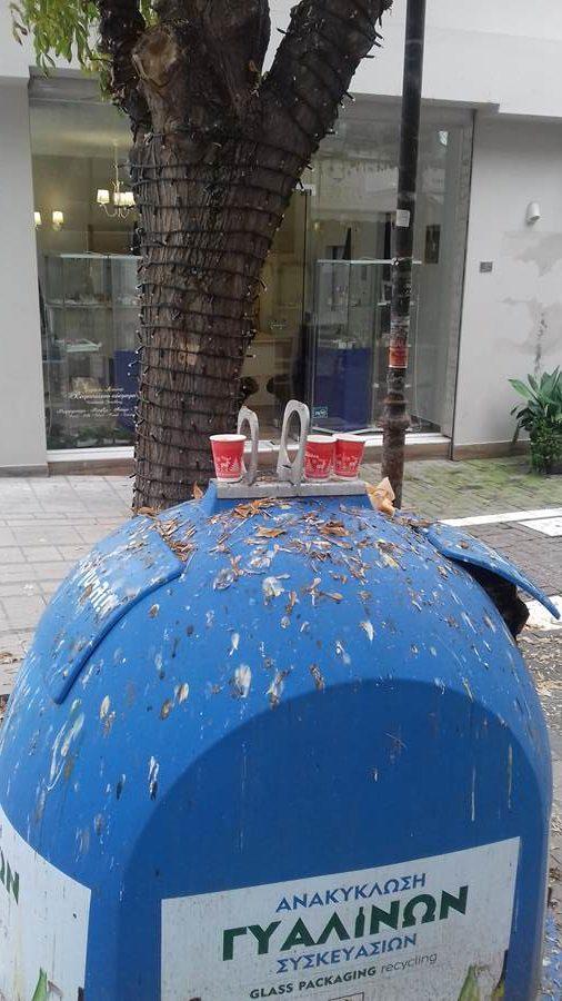 Ακαθαρσίες στο κέντρο της Λάρισας – Ένα …κοτέτσι στο πλέον τουριστικό σημείο της πόλης (φωτο)