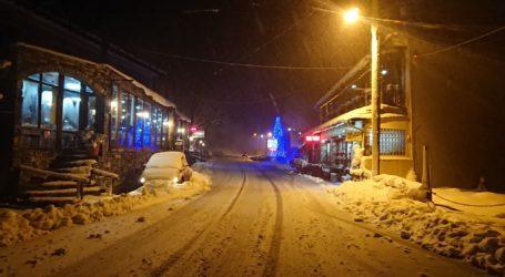 Ώρα 12.00: Δείτε εικόνες από το χιονισμένο Πήλιο