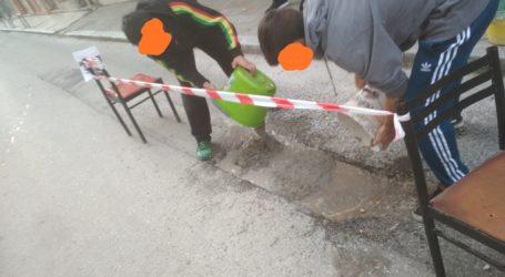 Οι «Ματσαγγίτες» έκλεισαν τεράστια λακκούβα στην οδό Π. Μελά… [εικόνες]