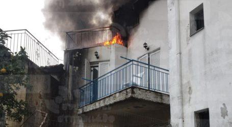 Καρέ – καρέ η φωτιά σε σπίτι της Σκιάθου – Δείτε εικόνες