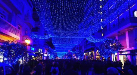 Χιλιάδες Βολιώτες βγήκαν στον δρόμο για να γιορτάσουν τη φωταγώγηση της πόλης [εικόνες]