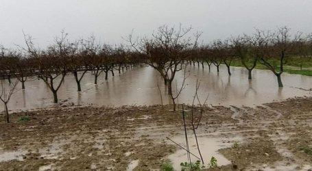 Μεγάλες καταστροφές στο Στεφανοβίκειο από τη βροχή – Πλημμύρησαν τα χωράφια και δρόμοι [εικόνες]