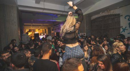 Απίστευτες εικόνες στον Βόλο – «Βούλιαξε» το κέντρο από street party [φωτογραφίες]