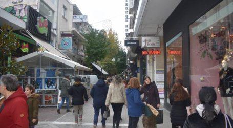 Για καφέ και …αναγνωριστική βόλτα στην αγορά πριν τις γιορτές για τους Λαρισαίους το πρωί του Σαββάτου (φωτο)