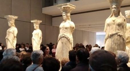 Εκδρομή των ΚΑΠΗ Δήμου Λαρισαίων στην Αθήνα – Ξεναγήθηκαν σε Μουσείο Ακρόπολης, Ίδρυμα Σ. Νιάρχος και παλαιά Βουλη