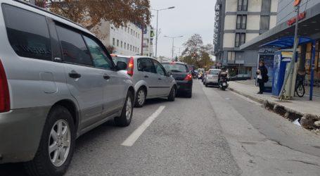 Εορταστικό… κυκλοφοριακό χάος στο κέντρο του Βόλου [εικόνα]