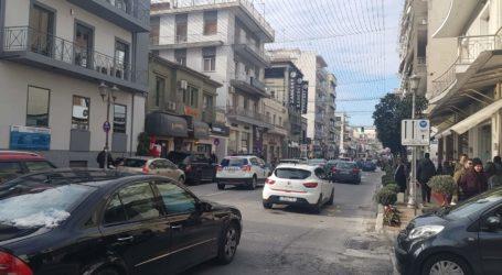 Αυξημένη κίνηση στους δρόμους του Βόλου – Έντονη αστυνόμευση [εικόνες]