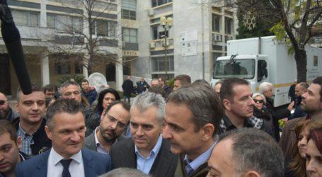 Βόλτα στο κέντρο της Λάρισας για τον πρωθυπουργό Κυριάκο Μητσοτάκη – Που πήγε (φωτορεπορτάζ)