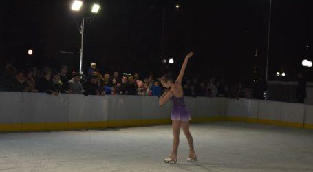 Εντυπωσίασε το show στον πάγο στο Πάρκο των Ευχών (φωτο – βίντεο)