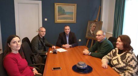 Ανακατασκευάζει παιδικές χαρές ο δήμος Τυρνάβου