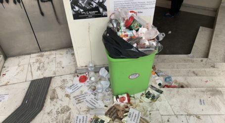 «Χωματερή» το Πανεπιστήμιο Θεσσαλίας – Συνεχίζουν τις κινητοποιήσεις οι καθαρίστριες