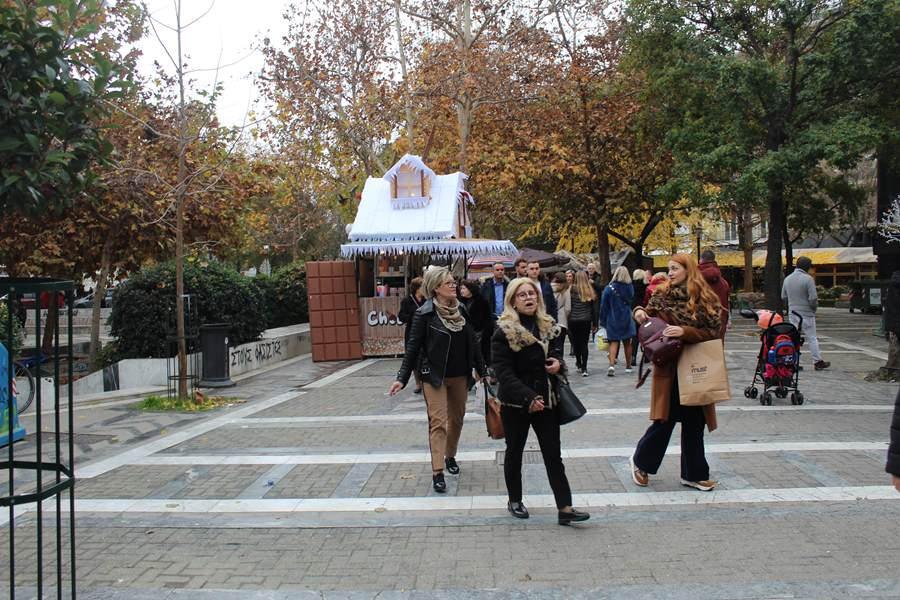Για καφέ την Κυριακή οι Λαρισαίοι, συγκρατημένοι στα ψώνια τους (φωτο)
