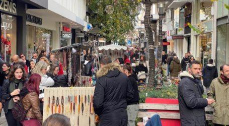 Με συνεχές ωράριο σήμερα Τρίτη η αγορά της Λάρισας για τα τελευταία ψώνια