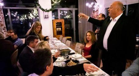 Χαλαρή βραδιά με τους δημοσιογράφους πέρασε ο Αχιλλέας Μπέος [εικόνες]
