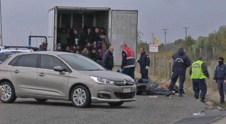 Λάρισα: Κλείδωσαν πρόσφυγες σε φορτηγό – ψυγείο