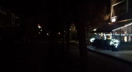 Βυθισμένος στο σκοτάδι για 4η ημέρα δρόμος σε πλατεία της Λάρισας (φωτο)