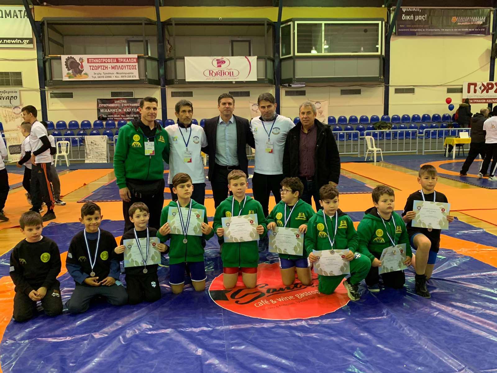 Κοντά στους μελλοντικούς πρωταθλητές της πάλης ο Θανάσης Παιδής
