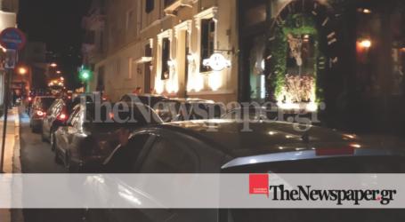 ΤΩΡΑ: Μπλόκαρε το κέντρο της πόλης για να πιει καφέ! – Οδηγός προκάλεσε χάος [εικόνες]