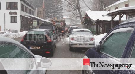 ΤΩΡΑ: Κυκλοφοριακό μπλακ άουτ στα Χάνια Πηλίου εν μέσω χιονιά [εικόνες]