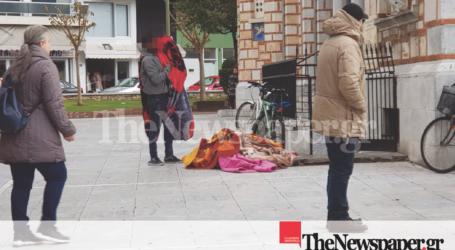 Βόλος: «Γροθιά στο στομάχι» ο άστεγος στον εορτασμό των Θεοφανείων [εικόνες]