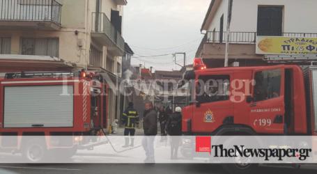 ΤΩΡΑ: Φωτιά σε κατάστημα στα Παλαιά του Βόλου [εικόνες και βίντεο]