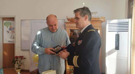 Στον Δήμαρχο Βόλου ο πλοίαρχος του Γαλλικού ελικοπτεροφόρου Dixmude [εικόνες]