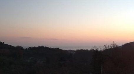 Γλυκοχάραμα σήμερα στα παράλια της Λάρισας με υπέροχα χρώματα και εικόνες που κάνουν τον γύρο της Ελλάδας (φωτο)