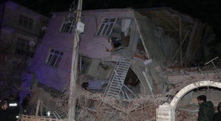 Αυξάνονται τα θύματα από τον φονικό σεισμό στην Τουρκία