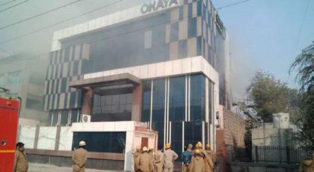 Ένας πυροσβέστης σκοτώθηκε και άλλοι 18 άνθρωποι τραυματίστηκαν από πυρκαγιά σε εργοστάσιο