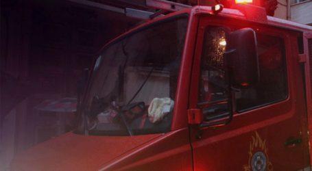 Φωτιά σε δύο αυτοκίνητα στα Πετράλωνα