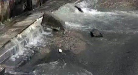 Χάος στην Λεωφόρο Αθηνών από σπασμένο αγωγό νερού