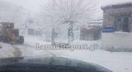 Ώρες αγωνίας για εκδρομείς στη χιονισμένη Άγναντη