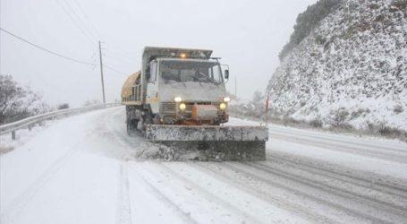 Ξεκίνησε να χιονίζει προς Δομοκό, Μπράλο και Καρπενήσι