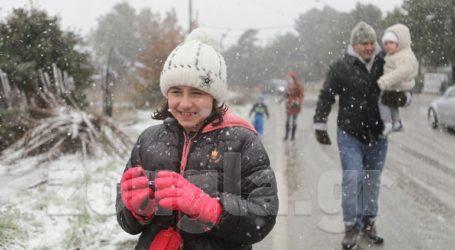 Έντονη χιονόπτωση στην Πεντέλη